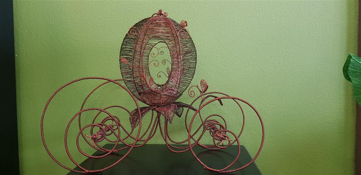 هنر سایر محفل سایر هنر ها سحر مهدوی متریال سیم مسی، ابعاد۳۵×۶۰،دارای باکس پلکسی، نام کالسکه