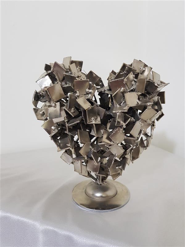 هنر سایر محفل سایر هنر ها فاتح ابطحی آبکاری فورتیک.آهن پرداخت شده. جوش برق. ورق دو میلیمتری. سال ساخت 1399. قلب فلزی