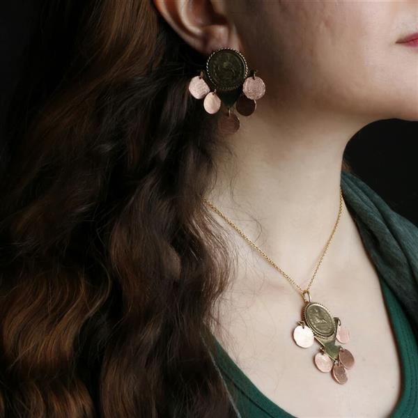 هنر سایر محفل سایر هنر ها فاطمه اسماعیلی گردن آویز و گوشوار ، ساخته شده از فلز برنج و مس ، سکه پنجاه دیناری پهلوی