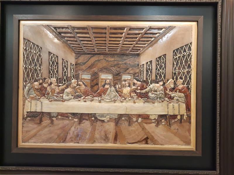 هنر سایر محفل سایر هنر ها الهام پیراینده تابلو معرق-منبت ساخته شده از چوب درختان مختلف برای خلق اثر بیش از 6 سال زمان صرف شده است و از کنارهمگذاری بیش از 2000 قطعه چوب تشکیل شده پس از برش چوب با مغار منبتکاری شده است