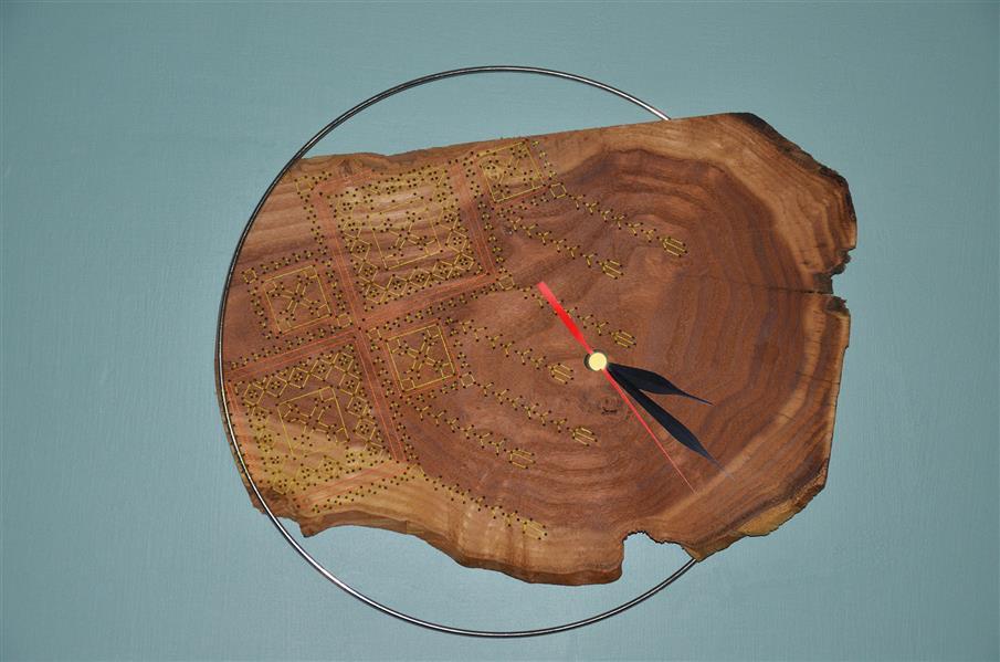 هنر سایر محفل سایر هنر ها neginkhosraviyani سوزن دوزی بر روی چوب ساعت  متریال: چوب عناب ، حلقه فلزی