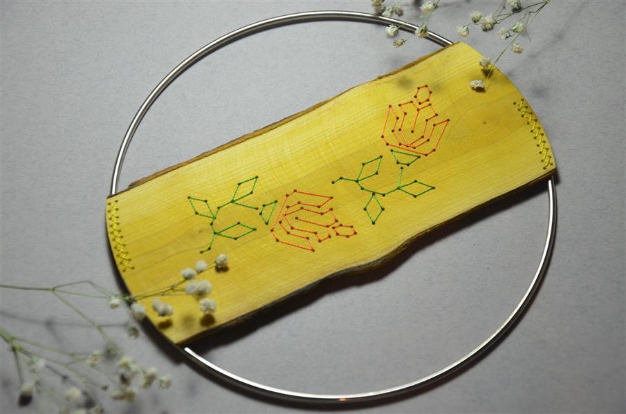 هنر سایر محفل سایر هنر ها neginkhosraviyani سوزن دوزی بر روی چوب زیر لیوانی متریال: چوب زرشک، حلقه فلزی