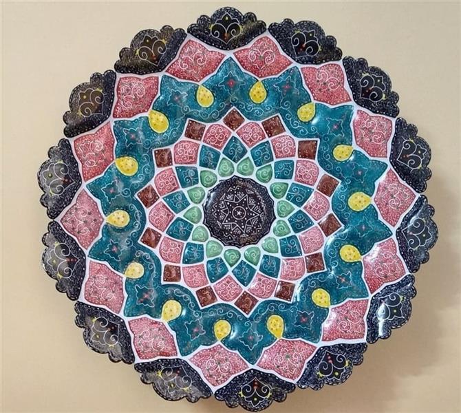 هنر سایر محفل سایر هنر ها کیانا گل پرداز  نام اثر : میناکاری نام هنرمند : کیانا گل پرداز سال خلق اثر : 1399