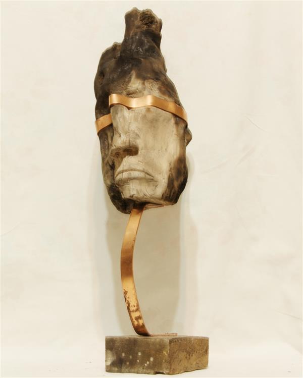 هنر سایر محفل سایر هنر ها Mohamad ali متریال چوب و فلز مس ، چوبی که در این اثر استفاده شده ، حالت طبیعی داشت و سوخته بود که با بهره گیری از همین فرم این اثر خلق شد ، اثر بدون عنوان میباشد و در سال ۹۸ ساخته شد.  هنرمند : محمد علی ملک پور