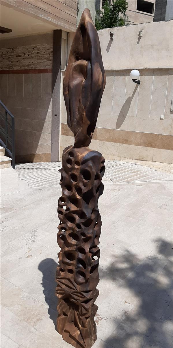 هنر سایر محفل سایر هنر ها Mohamad ali از چوب آغشته به روغن ساخته شده و مناسب محیط باز هست و برای محیط داخلی مناسب نمیباشد