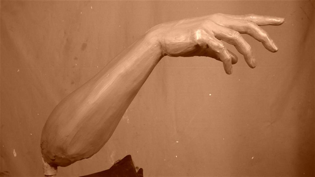 هنر سایر محفل سایر هنر ها حسین خیرآبادی مجسمه دست شما میتوانید مراحل اجرای کار را در وب ساغررنگ ملاحظه فرمائید محمدحسین خیرابادی #مجسمه_سازی #مجسمه #نقاشی #سیاه_قلم