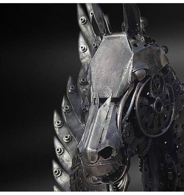 هنر سایر محفل سایر هنر ها فرزاد نیایی فر  آرتا اسب بالدار آهنی  در ارتفاع 300cm ×170×240 با وزن 360kg مدت زمان کار بر روی اثر  18ماه 09141904932