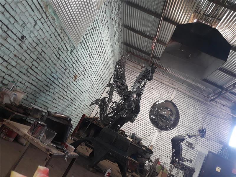 هنر سایر محفل سایر هنر ها فرزاد نیایی فر  اسب بالدار آهنی  ۳متر ارتفاع ۳۷۰کیلو وزن  بنام آرتا