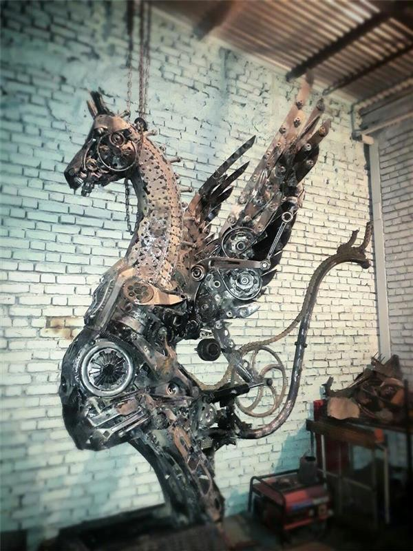 هنر سایر محفل سایر هنر ها فرزاد نیایی فر  اسب بالدار  آهنی  بنام آرتا