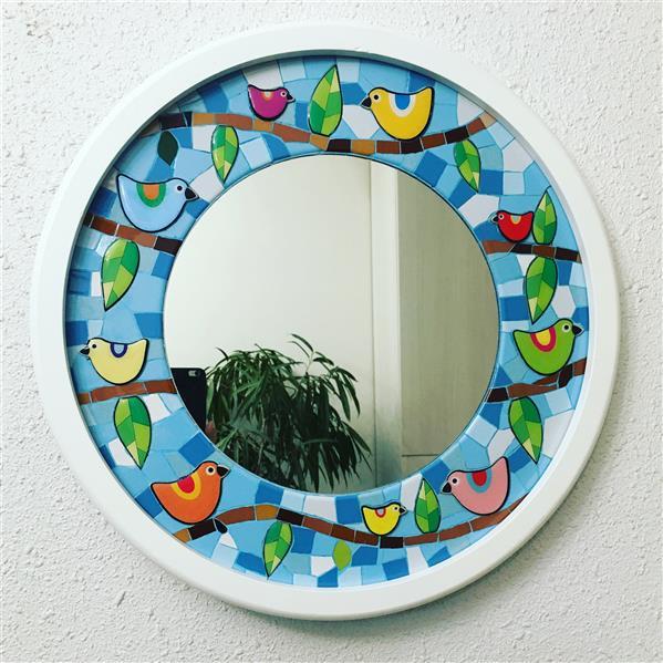 هنر سایر محفل سایر هنر ها محمدامین بدیعی آینه ، تلفیقی از کاشی و رزین قطر کلی ٥٠ سانتیمتر و قطر آینه ٢٨ سانتیمتر