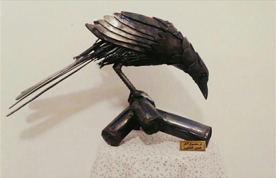 هنر سایر محفل سایر هنر ها حسن کشاورز مجسمه زاغ بااستفاده از فلزات دورریز
