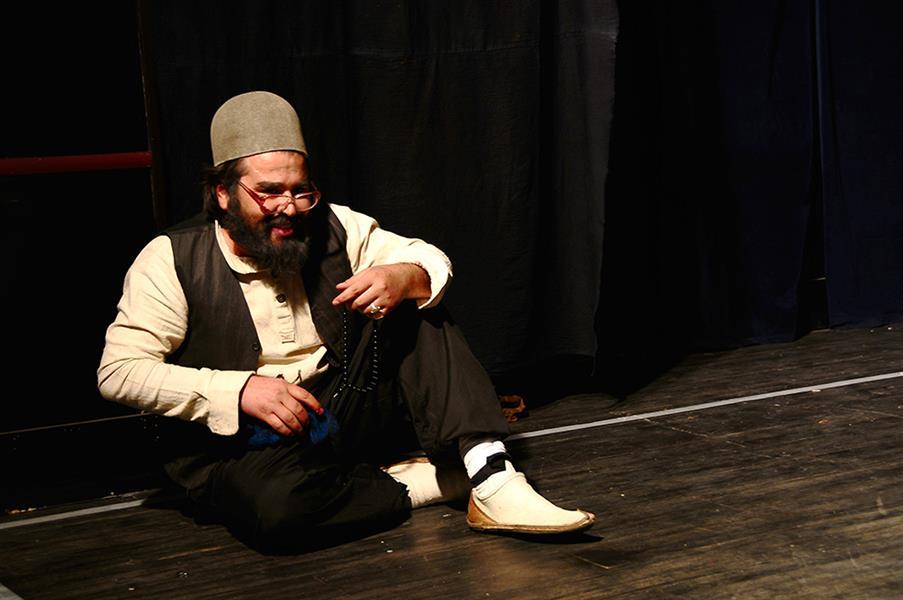 هنر سایر محفل سایر هنر ها  key mahmoud khoramazadi بازی در نقش دایی، نمایش گامووه.نویسنده امیر حسین نوروزی و کارگردان خودم.