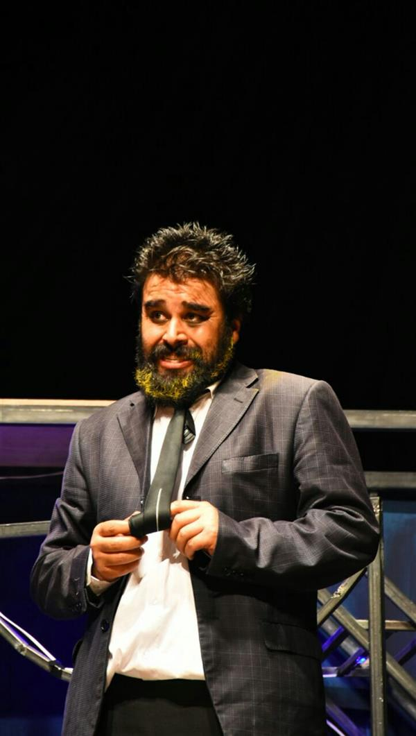 هنر سایر محفل سایر هنر ها  key mahmoud khoramazadi بازی در نقش گالیله. نمایش ماموریت جدید آقای چرچیل. نویسنده و کارگردان رضا گشتاسب.