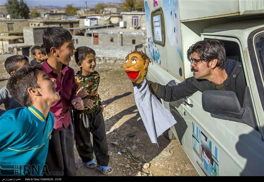 هنر سایر محفل سایر هنر ها  هادی لایقی راد  آموزش و اجرای نمایش عروسکی در بین کودکان و نوجوانان مناطق زلزله زده استان کرمانشاه ،نقطه صفر مرزی شیخ صالح