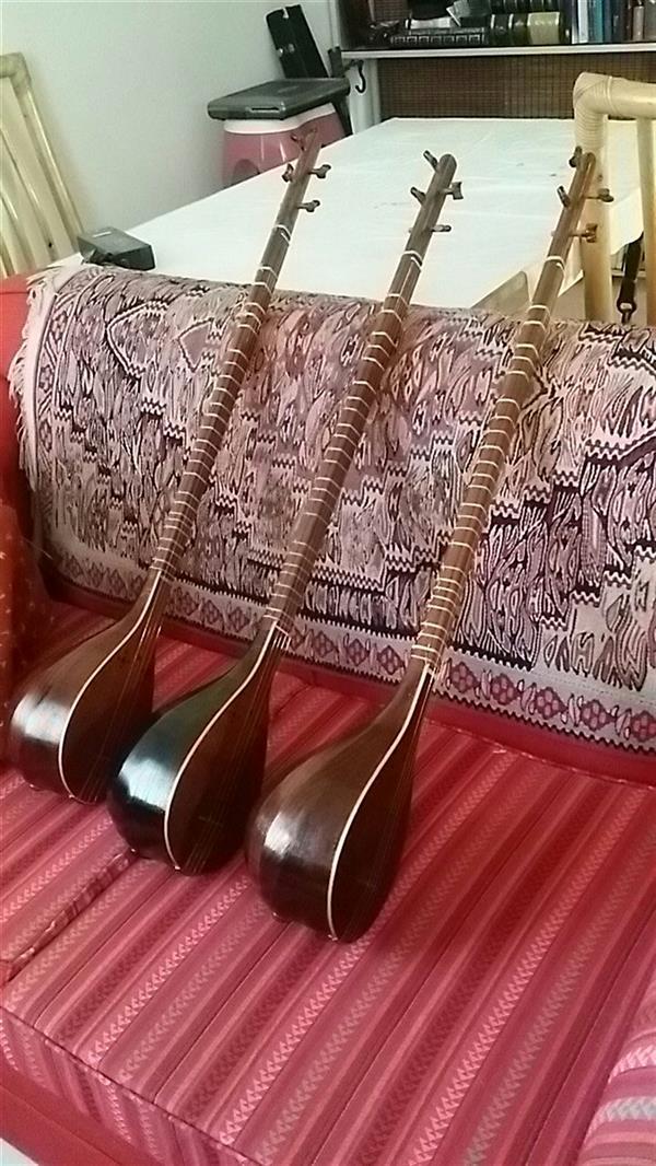 هنر سایر محفل سایر هنر ها  حسین مفیدی سه تار ساخته شده از چوب توت بسیار قدیمی و دسته از چوب گردو
