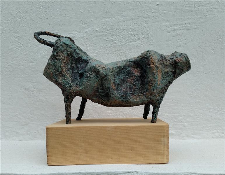 هنر سایر محفل سایر هنر ها صدیقه(بهار)مهدوی #مجسمه عنوان:Hellow Mr.Cow متریال:پاپیه ماشه و پلاستیک نصب روی پایه چوبی سال خلق اثر:۱۴۰۰(2021) نام هنرمند: صدیقه مهدوی