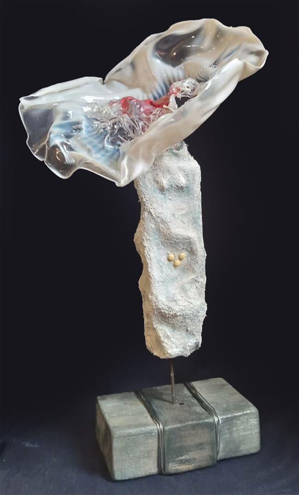 هنر سایر محفل سایر هنر ها صدیقه(بهار)مهدوی #مجسمه عنوان:Being a woman متریال:پاپیه ماشه و پلاستیک نصب شده روی پایه چوبی سال خلق اثر:۱۴۰۰(2021) نام هنرمند:صدیقه مهدوی