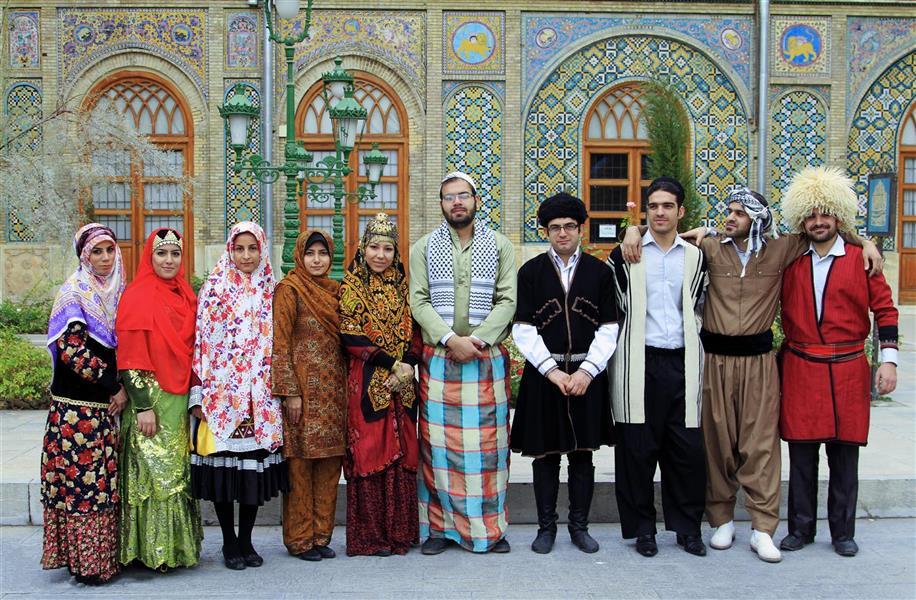 هنر عکاسی عکاسی فرهنگ ایرانی علیرضا ناصری  تهران/ کاخ گلستان. لباس اقوام ایرانی