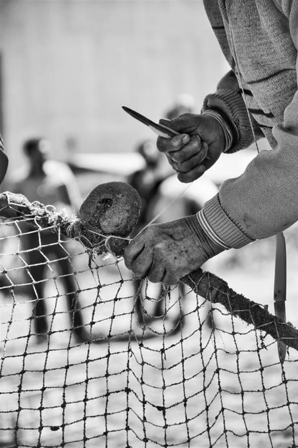 هنر عکاسی عکاسی فرهنگ ایرانی امیرسالار لاکچی صنایع دستی مازندران  تور بافی برای ماهیگیری